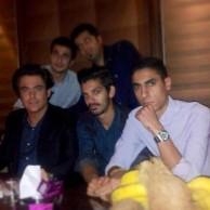 محمد رضا گلزار | عکسی از رضا گلزار در کنار دوستان