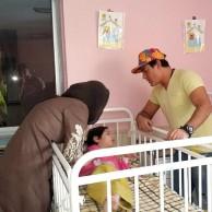 محمد رضا گلزار | محمدرضا گلزار در کنار کودکان مرکز توانبخشی معلولین ( عکس اضافه شد)