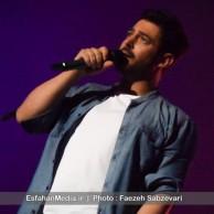 محمد رضا گلزار | عکس های رضا گلزار بر روی استیج تالار رودکی اصفهان (سری دوم)