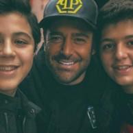 محمد رضا گلزار | رضاگلزار در کنار طرفداران همیشگی